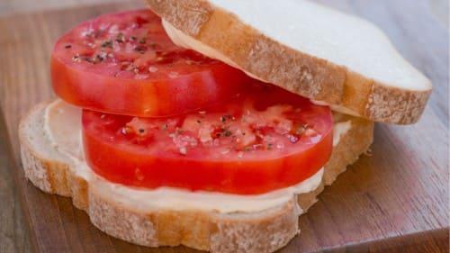 Sándwich de tomate y mayonesa