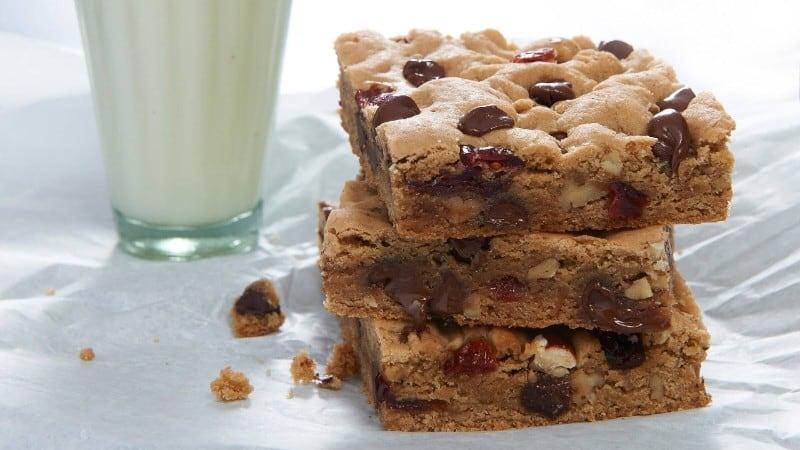 Choc-o-Chip Cookie Bars