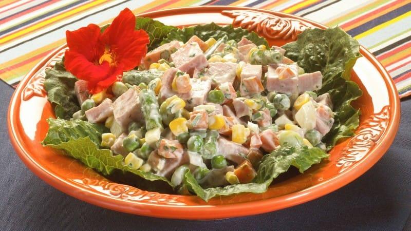 Ensalada De Jamon Y Vegetales Mixtos