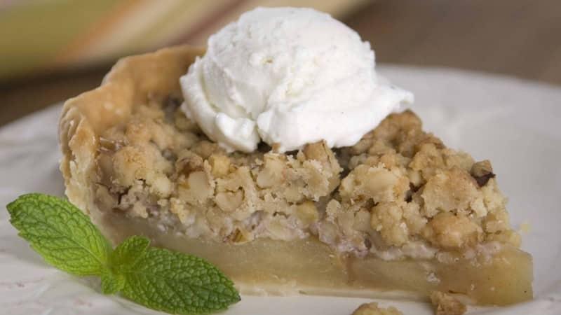 Apple-Walnut Crumb Pie
