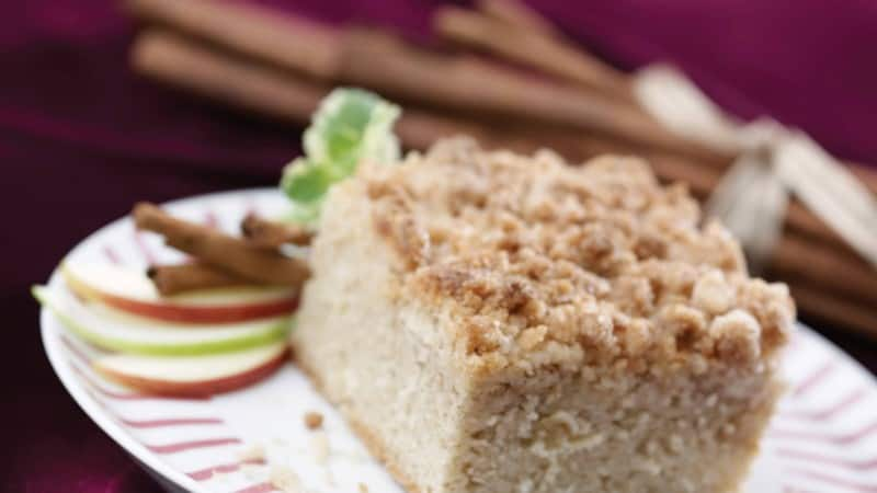 Apple Spice Crumb Cake