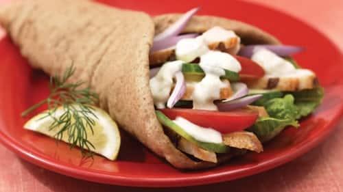 Pollo Pita con salsa Tzatziki